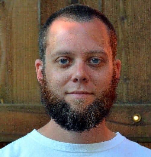 Barba sem Bigode cheia lenhador