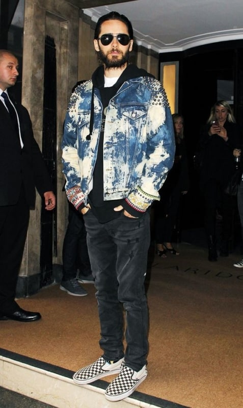 Jared Leto usando Slip On masculino quadriculado