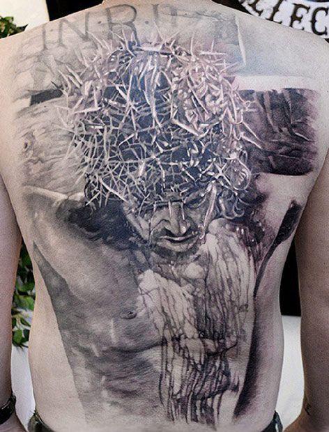 Jesus Cristo tatuado nas costas