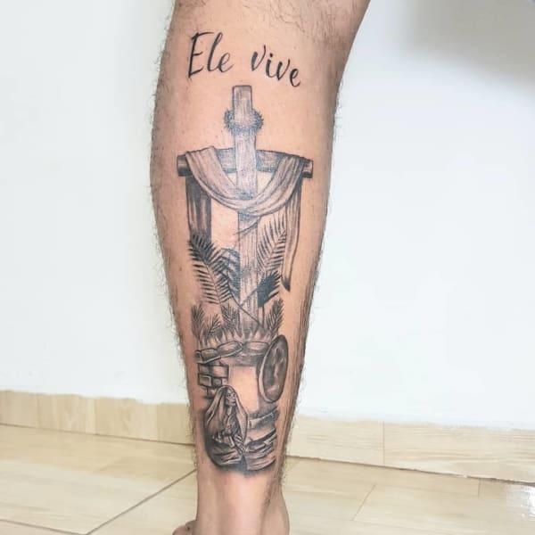 Linda Tatuagem Jesus Cristo na perna
