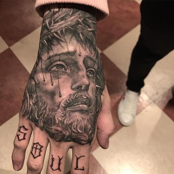 Linda tattoo de Jesus na mão