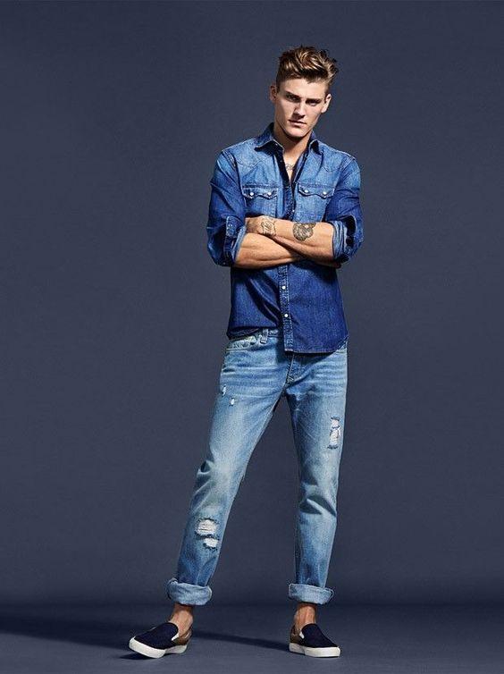 Look com slip on masculino azul colorido