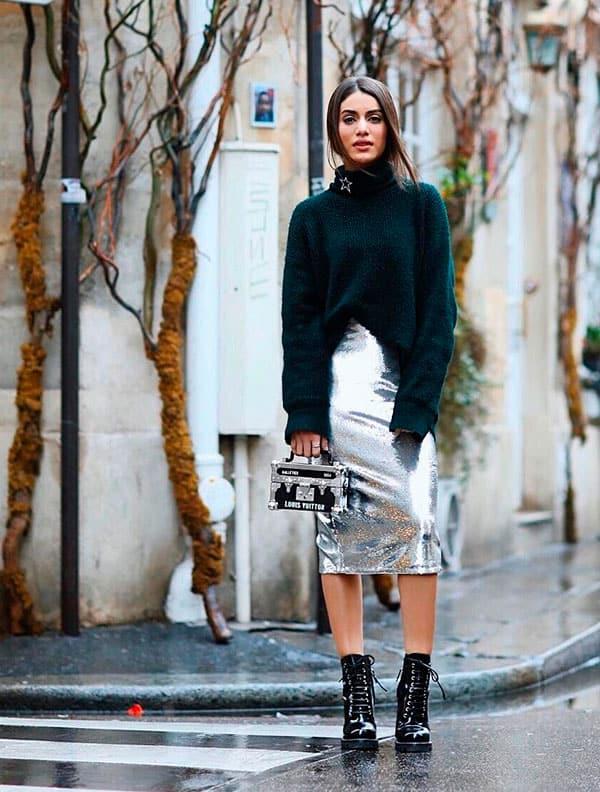 Look estiloso com saia brilhante e coturno