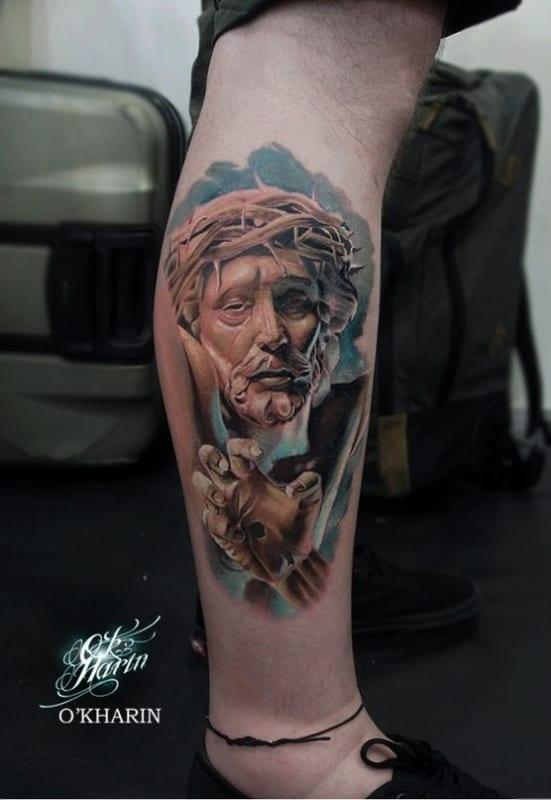 Tatuagem Jesus Cristo na perna colorida