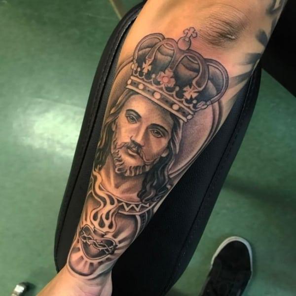 Tatuagem Jesus Cristo na perna fechada