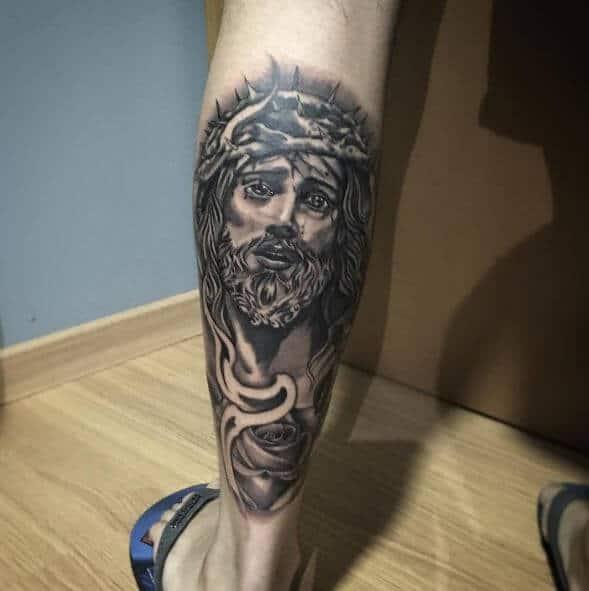 Tatuagem Jesus Cristo na perna