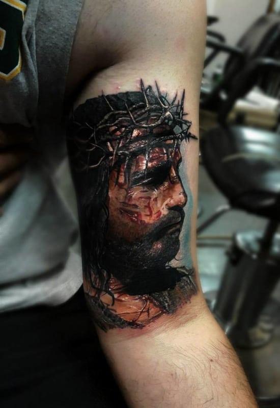 Tatuagem Jesus Cristo no braço rosto