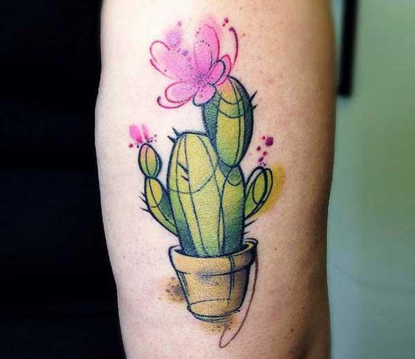 Tatuagem diferente de cacto com flor pink
