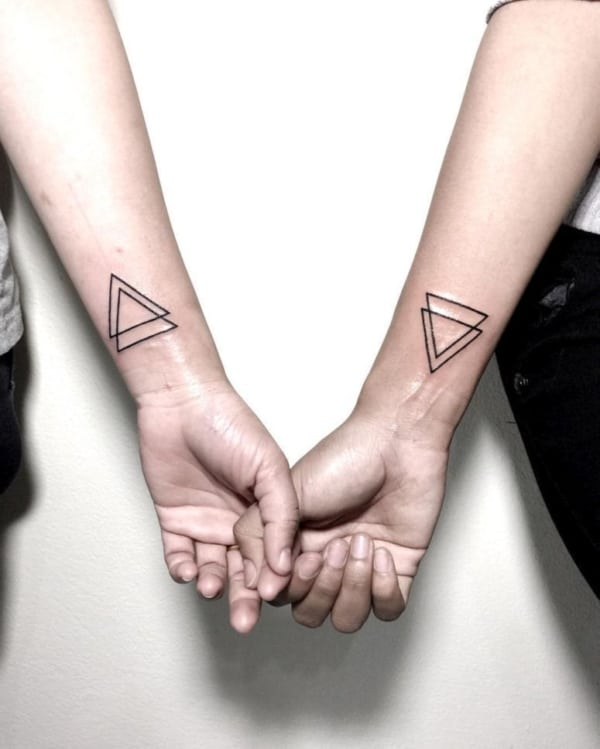 Tatuagem triângulo equilíbrio
