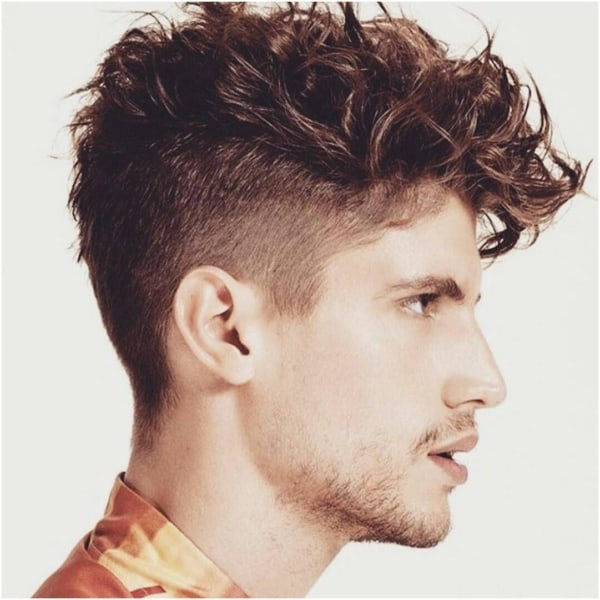 costeleta masculina com corte de cabelo