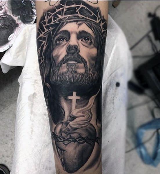 grande Tatuagem Jesus Cristo no braço