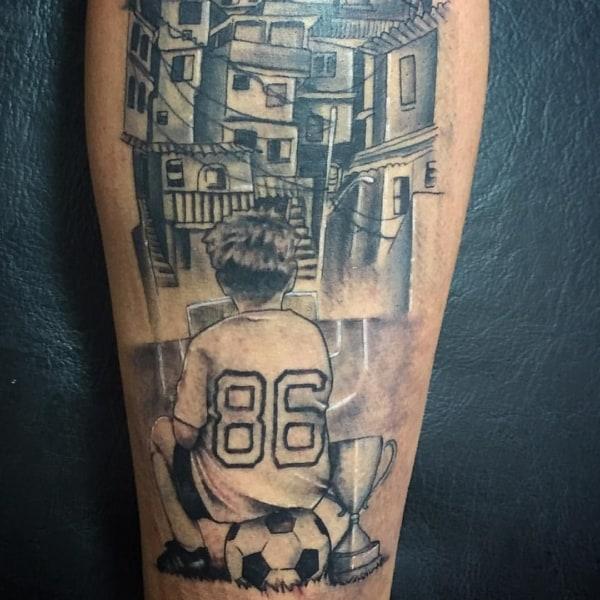 tattoo de favela na perna