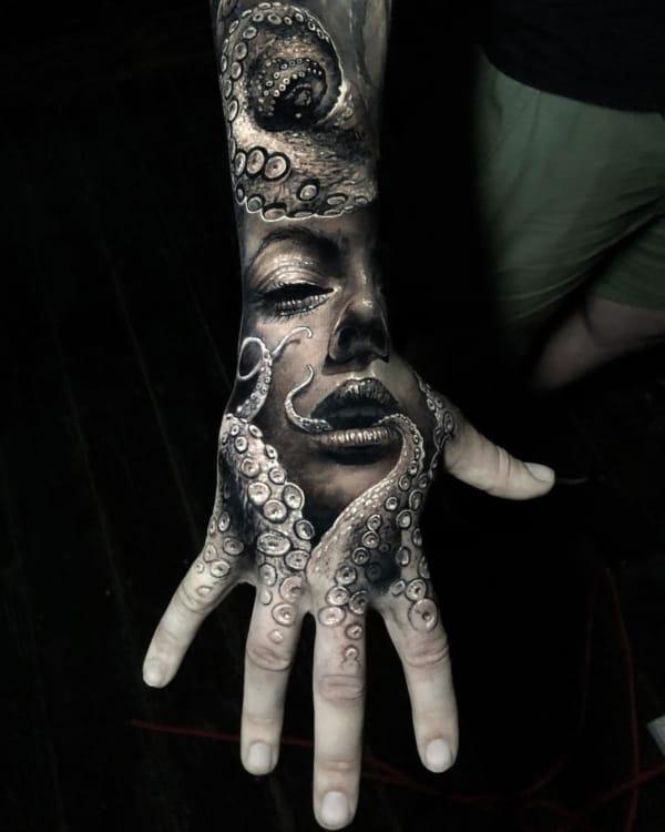 tatuagem de polvo na mão 3d
