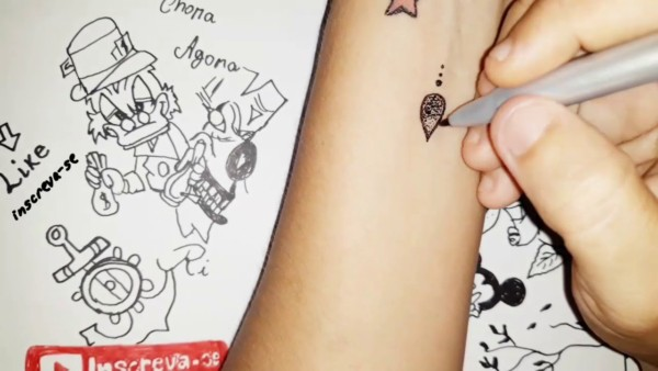 tatuagem falsa com caneta