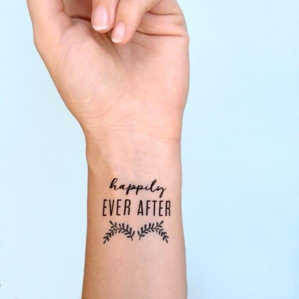 tatuagem falsa com papel