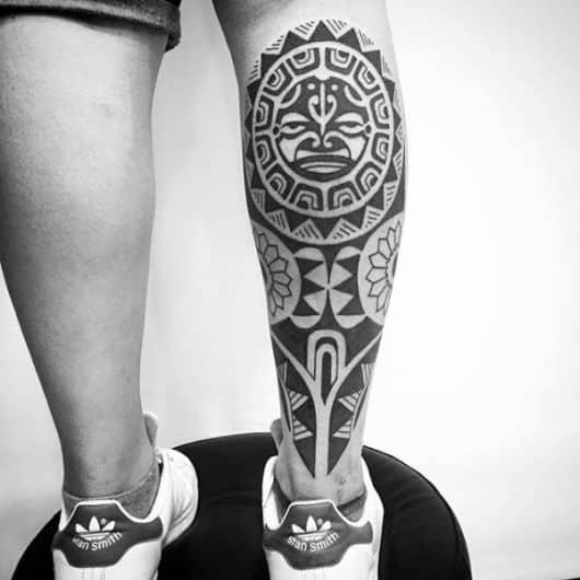 tribal na perna masculina