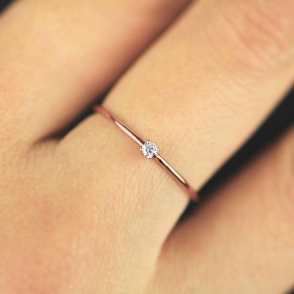 anel delicado em ouro rosé e diamante