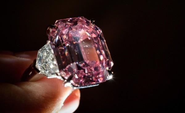 anel com diamante rosa grande