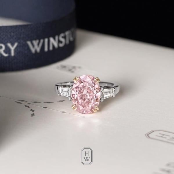 anel feminino com diamante rosa