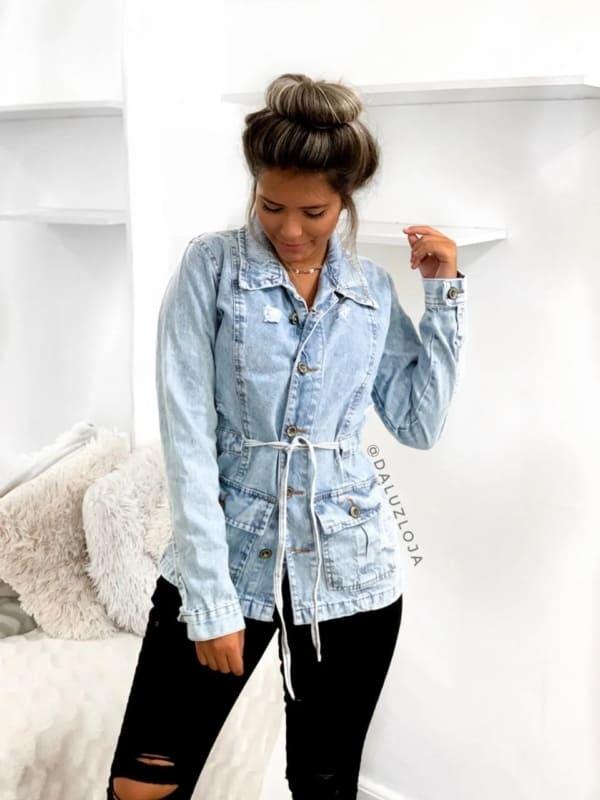 look feminino com parka jeans