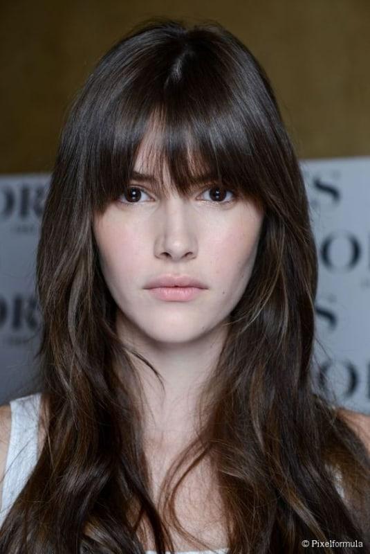 corte de cabelo com franja para rosto alongado