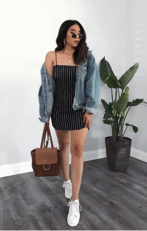 look tumblr com vestido curto e jaqueta jeans