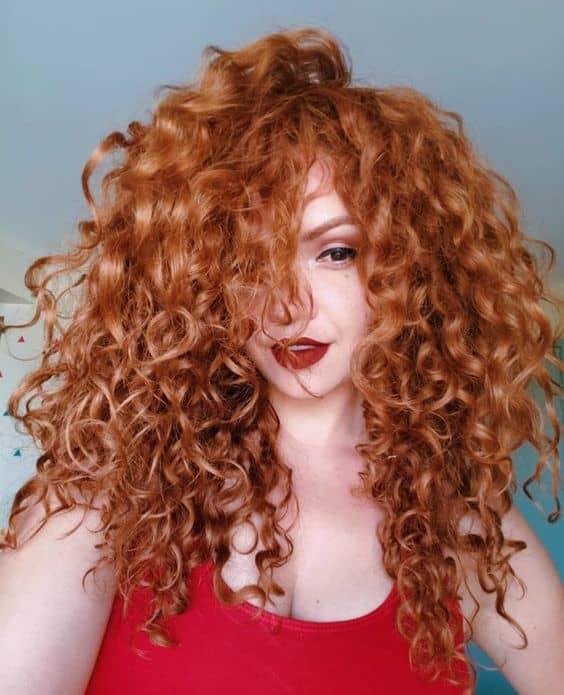 cabelo ruivo cacheado e repicado