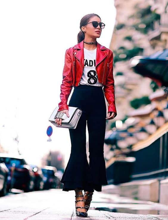 look calça preta e jaqueta curta vermelha