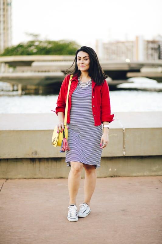 look com vestido e jaqueta curta vermelha