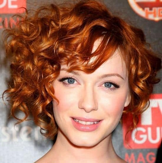 cabelo ruivo com corte curto moderno