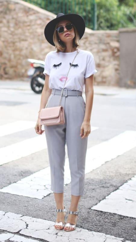 look casual com calça de alfaiataria de cintura alta