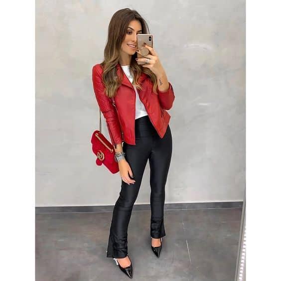 look com calça e jaqueta de couro vermelha