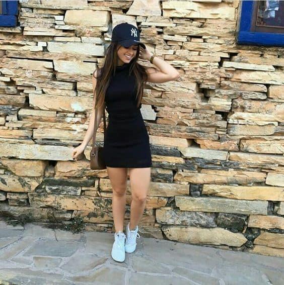 como usar vestido preto com tênis