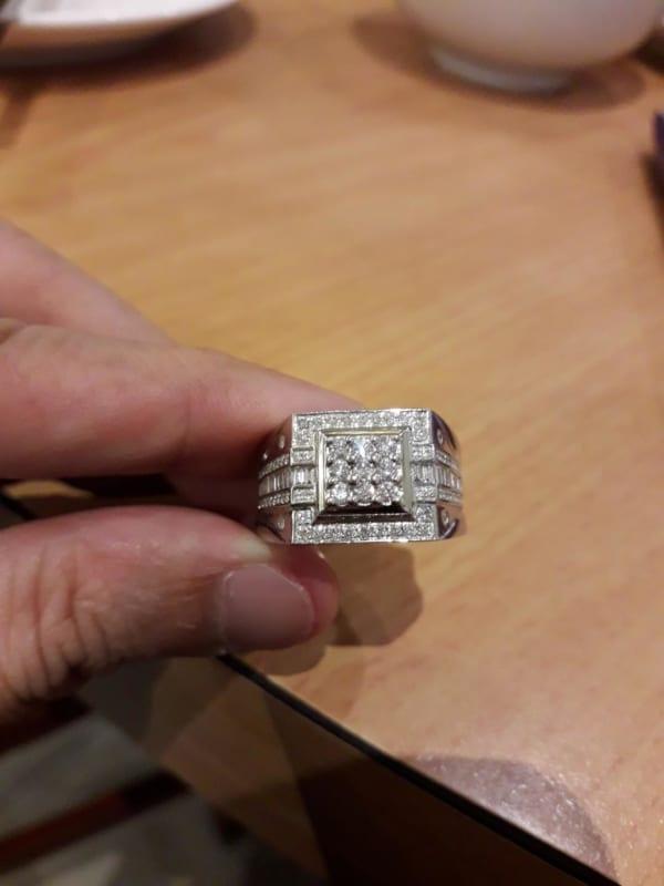 anel masculino com diamantes