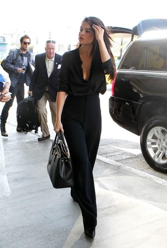 look monocromático com calça preta social