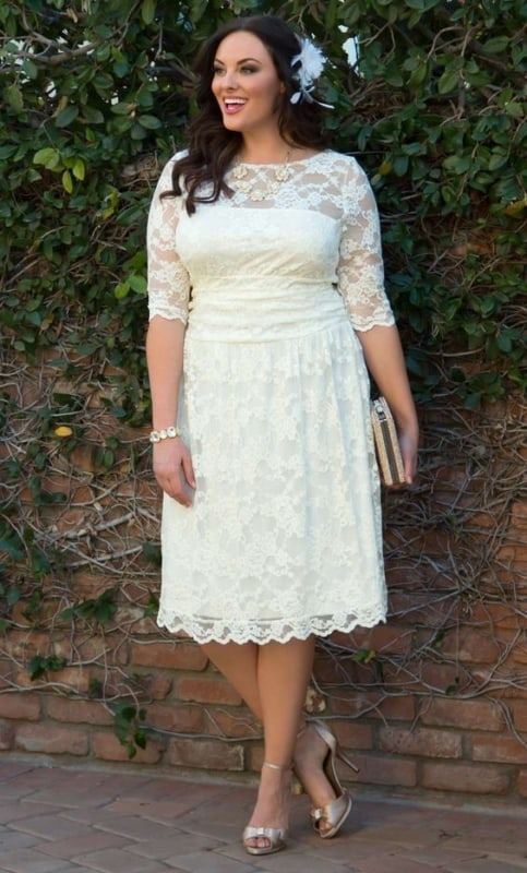 noiva com vestido de renda branca para casamento civil