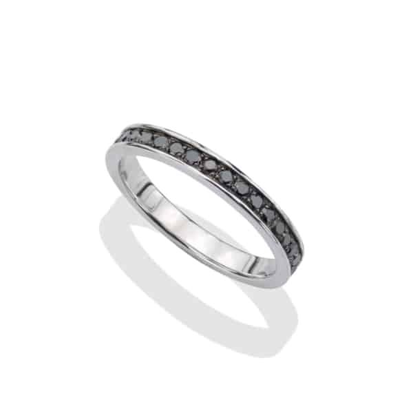 anel prateado com diamante negro