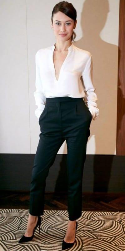look com calça social preta de cintura alta e camisa branca
