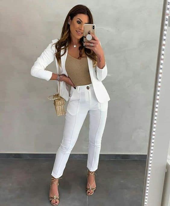 look com calça social e terninho branco