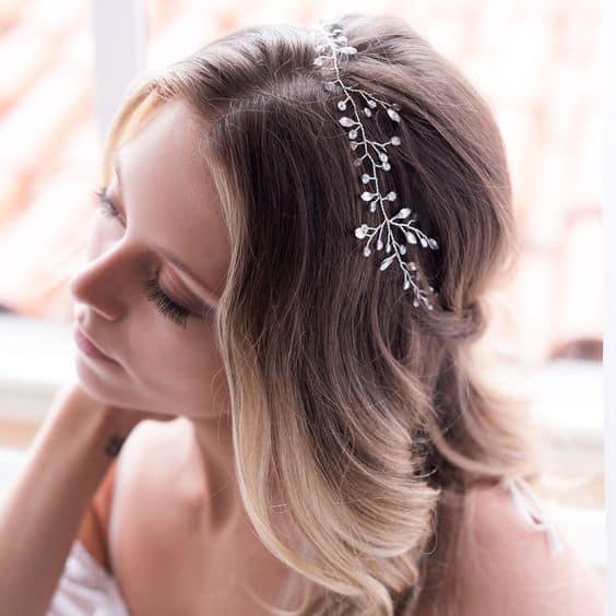 noiva com tiara delicada