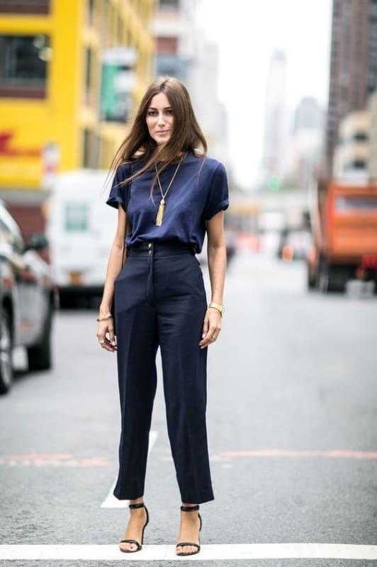 look formal com calça azul marinho