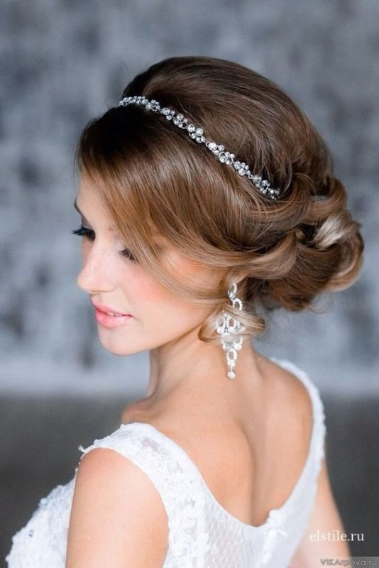 penteado preso para noiva com tiara delicada