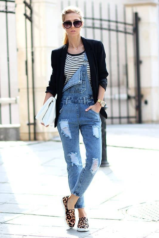 look com macacão jeans e blazer