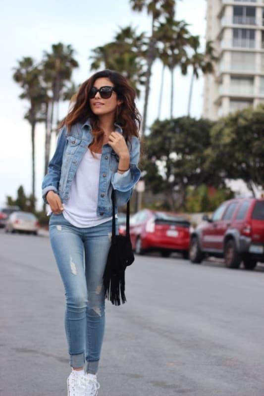look dia a dia com calça e jaqueta jeans