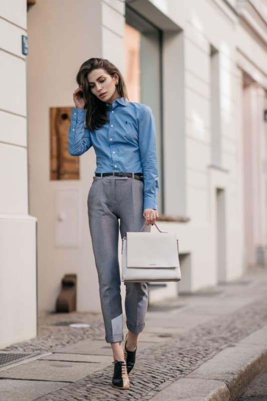 look feminino formal com calça de alfaiataria cinzae camisa social