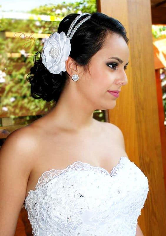noiva com tiara dupla com rosa branca