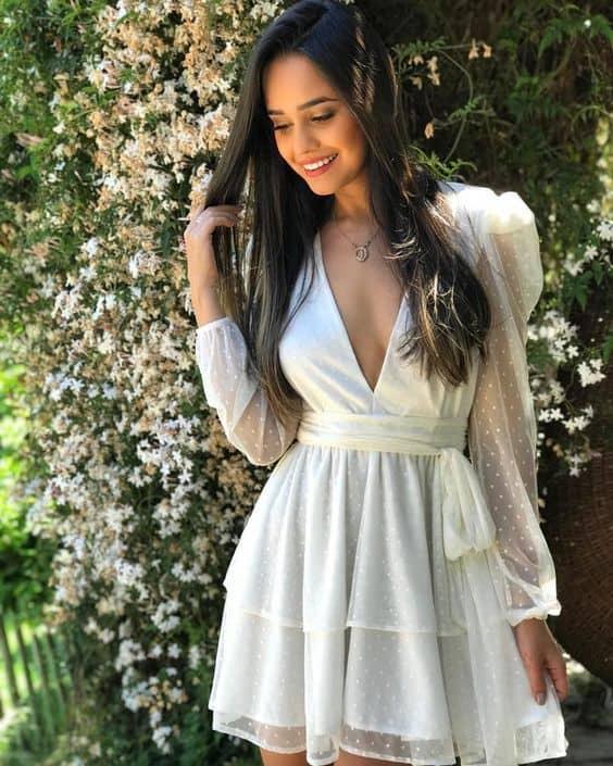 vestido curto e de manga longa para casamento durante o dia