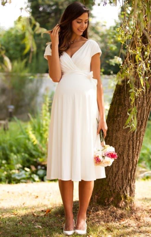 vestido branco para noiva grávida