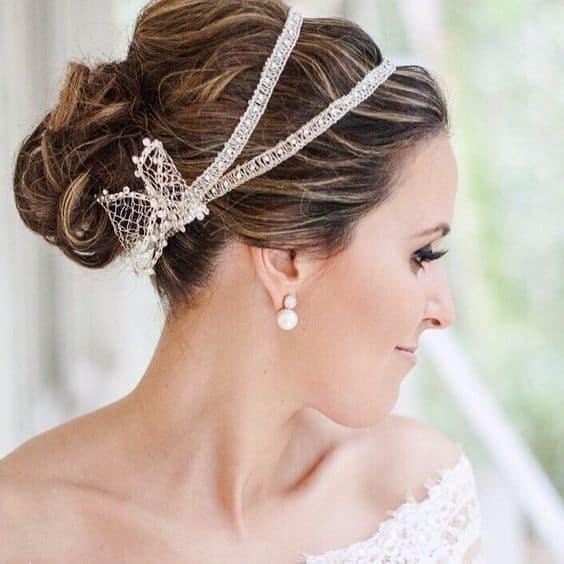 noiva com tiara dupla com pérolas