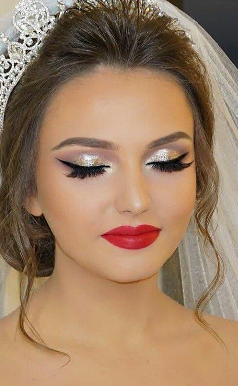 maquiagem de noiva com brilho e batom vermelho